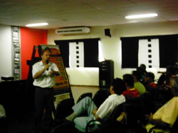 LOJAS SANTA TEREZINHA investe em treinamento para seus motoristas - A COMERCIAL DE MÓVEIS HUNTER, renomada rede de lojas do interior do Paraná, reuniu em Ibaiti-PR seus motoristas para treinamento sobre uso adequado de pneus. Sob a coordenação do supervisor da frota, Sr.