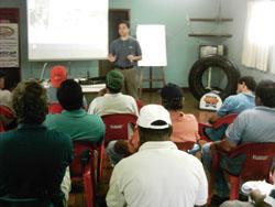 Sempre atenta aos nossos clientes a Renocap/Bandag promove palestra aos motoristas da Transportadora Gasparelli. Ministrada pelo José Luiz/Bandag.
